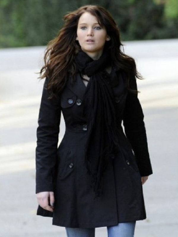 jennifer-lawrence-tiffany-black-trench-coat-in-silver-linings-playbook